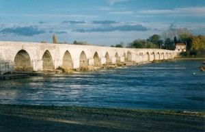 640px-France_Loiret_Beaugency_Pont